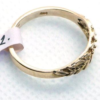 Růžový prsten s lístky