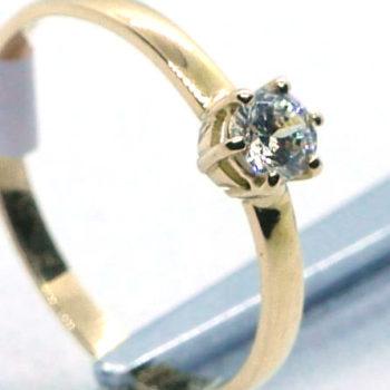Zlatý zásnubní prsten se zirkonem