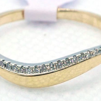 Prsten z řadou kamínků