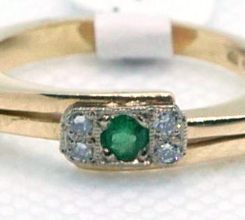 Zlatý prsten se smaragdem a brilianty