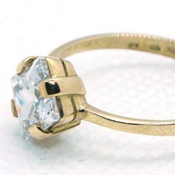Zlatý prsten s velkým zirkonem
