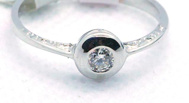 Prsten s briliantem