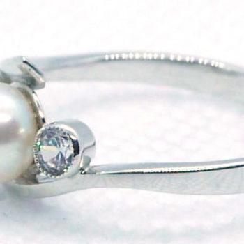 Prsten s perlou se zirconem