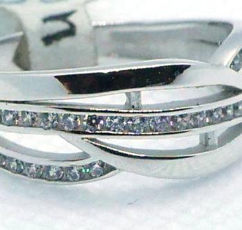 Prsten z bílého zlata s řadou kamínků