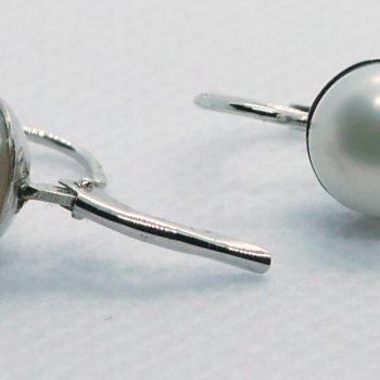 Náušnice s bílou perlou