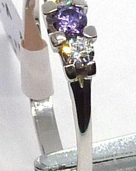 Prsten s fialovým a bílým zirkonem